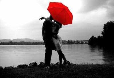 L'amour fait mal, mais pourtant personne ne cesse d'aimer.