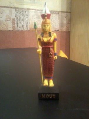 EGYPTE                                           :               LA  DEESSE    MOUT