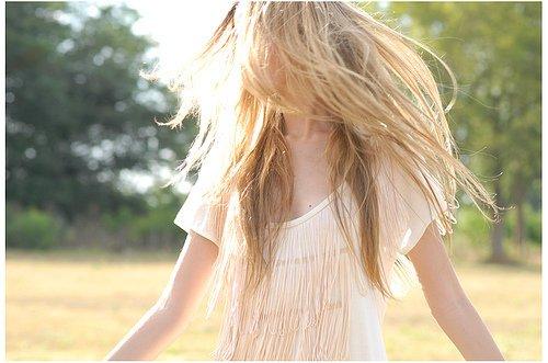 T R O U B L E S K A T E R   #   14 h 10 PM. __ « L'amour fait songer, vivre et croire. »