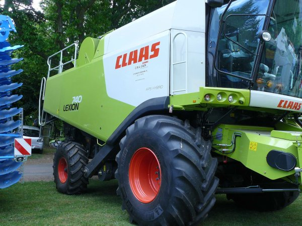 moissonneuse lexion 740 , il y en a 3 en france