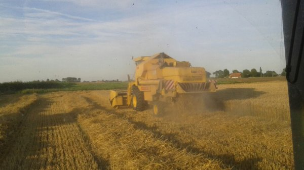 Moisson 2015 avec une new holland 8080 par les travaux agricoles grebert didier