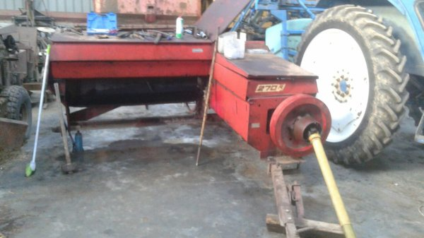 Restauration d une presse new holland 270r