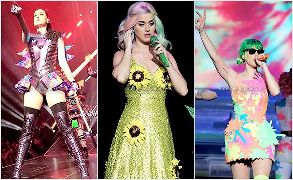 . PWT // Katy a débuté la partie asiatique de sa tournée mondiale àGuangzhou, en Chine. (+) Elle a pour l'occasion (et peut-être même pour d'autres raisons) changé trois tenues de scène.