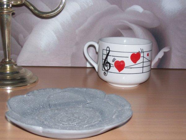 Pourquoi le fait de porter l'amour en soi ne serait pas comme une partition de musique avec ces notes qui pourraient être remplacer par des battements de coeur qui se suivent du début jusqu'à la fin de la compoition ? (18.10.2009)