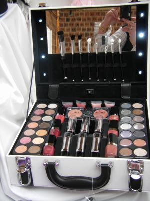 Valise maquillage lumineuse fantaisie d 39 un jour - Malette de rangement maquillage ...