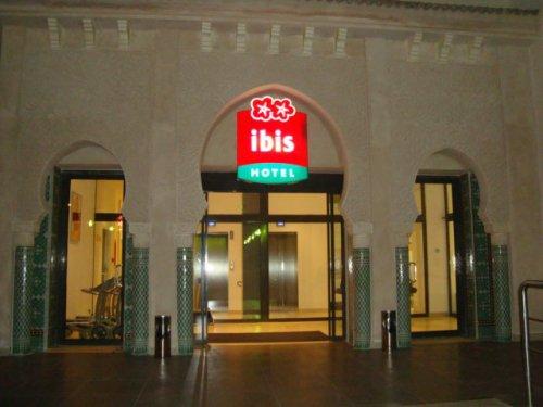 Entrée de l'hotel ibis