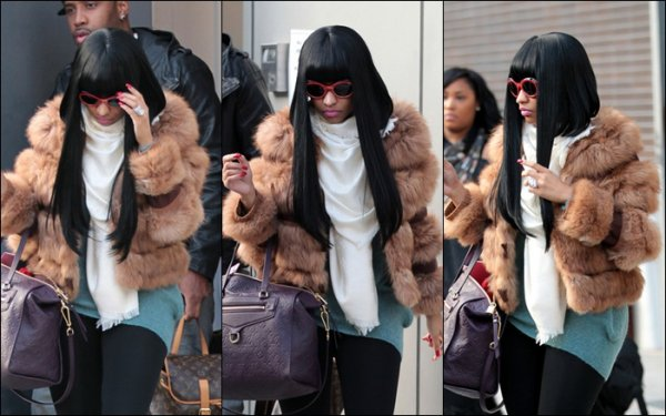 10.12.11 Nicki quitte son hotel de New York