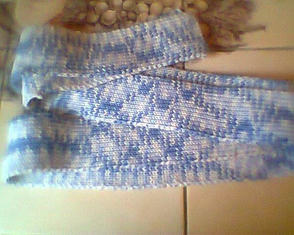 voici une première photo d'une écharpe faite en cotes 1/1 ( 170 cm)