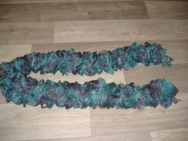 une nouvelle écharpe froufrou ( ma troisième écharpe)
