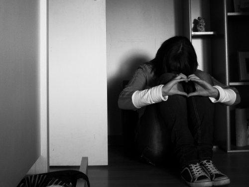 Rêve, si sa peut te consoler. Pleure, si sa peut te soulager. Mais relève toi , reste fière et souris. Car la vie n'est pas finie ♥