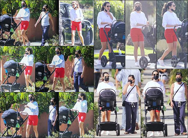 * '•-07/10/20 ─-' Lea Michele a été aperçue alors qu'elle se promenait avec sa mère et son fils Ever Leo, dans Santa Monica. Cette fois-ci Lea n'était pas accompagnée de son mari mais de sa mère Edith Sarfati. J'aime bien la tenue simple qu'elle porte. Donc Top ! *