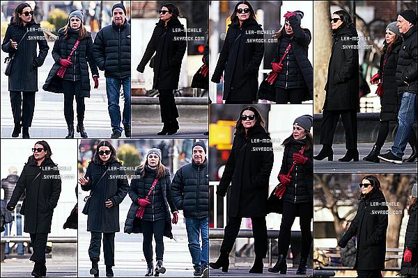 * 13/02/18 :    Lea Michele a été aperçue alors qu'elle se promenait dans les rues de New York - avec ses deux parents. Lea était superbe. Ca fait plaisir de voir qu'elle passe un peu de temps avec sa famille. J'aime bien la tenue qu'elle sauf le pantalon - Je lui donne un Top.  *