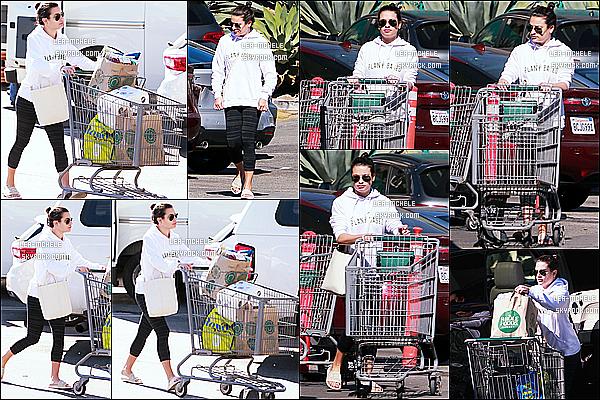 * 02/11/18 :    Lea M. a été repérée, quand elle quittait un supermarché où elle y a fait ses courses - situé à Brentwood. Lea est superbe. Elle porte une tenue assez simple mais qui est appropriée pour la sortie. Ses lunettes de soleil sont jolies également. Un Top pour moi !  *