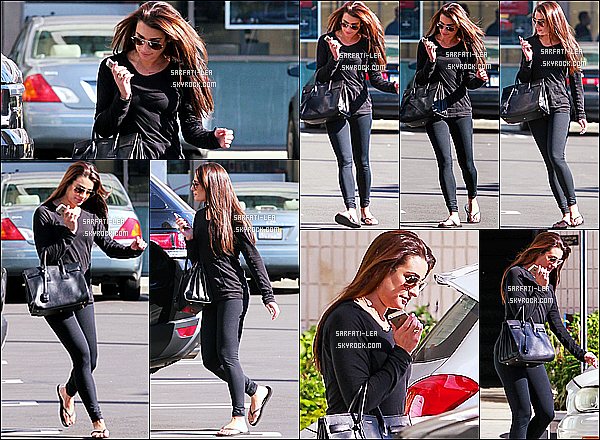 * 23/01/15 : Lea Michele a été aperçue alors qu'elle quittait un salon de coiffure qui se situait dans Beverly Hills. Lea est très jolie. J'adore ses cheveux comme ça, ils sont vraiment magnifiques. J'aime beaucoup aussi la tenue qu'elle porte. C'est un Top pour moi.  *