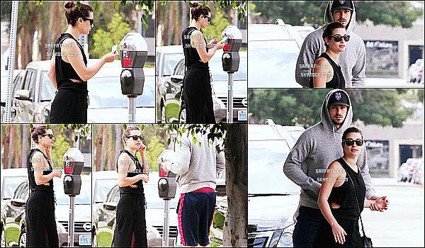 * 05/05/15 : Lea Michele et Matthew P. se sont rendus au magasin «  West Elm », qui se trouve dans Los Angeles. Lea M. était très belle et souriante, comme toujours. J'aime beaucoup la tenue qu'elle porte, ça lui va à merveille. C'est donc un  beau Top pour moi !  *