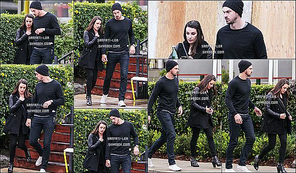* 22/12/15 :  Lea Michele a repérée alors qu'elle se promenait dans West Hollywood - avec son copain Matthew. Lea est tout simplement superbe, ils sont mignons tous les deux. J'aime bien la tenue qu'elle porte même si elle manque de couleurs - Top pour moi.  *