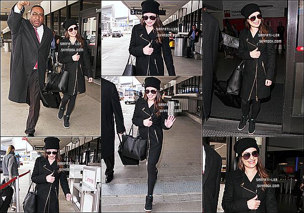 * 15/01/16 :  Lea Michele a été aperçue lorsqu'elle arrivait à l'aéroport nommé « LAX » qui se situe à Los Angeles. Lea est toute belle et toute souriante, ça fait plaisir de la voir comme ça. J'aime trop la tenue qu'elle porte même si c'est que du noir - Top pour moi.  *