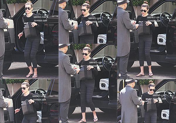 * 31/03/16 : Lea M. a été aperçue lorsqu'elle quittait la salle de sport « SoulCycle », qui se situe dans Los Angeles. Plus tard, Lea a été vue arrivant à l'hôtel Montage dans Beverly Hills. J'aime bien les deux tenues que Lea porte. Ce sont donc deux Tops pour moi.  *