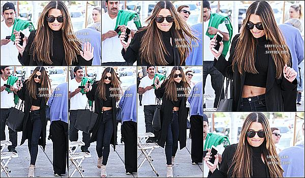 * 23/03/16 : Lea Michele a été aperçue alors qu'elle quittait le restaurant « Fudge » - qui se trouve à Los Angeles. Lea M. est toute belle, j'aime beaucoup quand elle a les cheveux détachés. La tenue qu'elle porte est vraiment jolie, j'adore. Un beau Top pour moi.  *