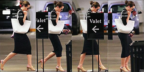 * 11/05/16 : Lea a été vue quittant la salle de sport « SoulCycle » avec son amie Chauntal Lewis - dans Brentwood. Plus tard, Lea a été vue se rendant à une réunion dans Beverly Hills. Lea est belle. J'aime ses deux tenues, surtout sa robe noire. Ce sont des Tops.  *