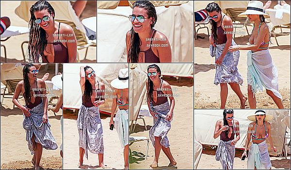 * 29/05/16 : Lea M. a été aperçue alors qu'elle prenait du bon temps sur une plage avec Jennifer Cohen - à Hawaii. Lea est ravissante et souriante. Elle à l'air de bien profiter de ses vacances. J'aime bien le maillot de bain qu'elle porte, ainsi que ses lunettes de soleil  *