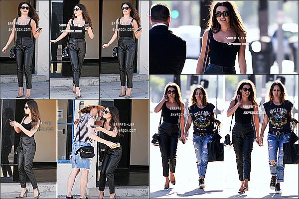 * 13/08/16 : Lea Michele a été repérée alors qu'elle sortait d'une séance photos - qui avait lieu dans Hollywood. Puis le soir, lea a été vue quittant le Staples Center avec une amie à Los Angeles. J'aime beaucoup sa tenue, surtout son pantalon en cuir. Un Top.  *
