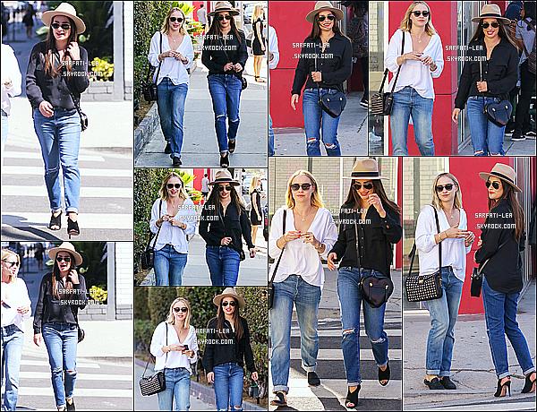 * 15/09/16 : Lea et Becca ont été vue lorsqu'elle faisaient du shopping - dans l'avenue Melrose, à West Hollywood. Lea est toute belle comme ça. Je suis totalement fan de sa tenue, le chapeau lui va à merveille je trouve. Son ssac est joli aussi. Je lui mets un Top  *