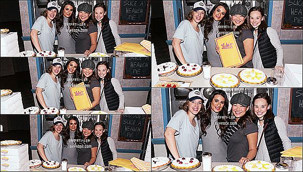 * 05/11/16 : Lea M. s'est rendue dans les coulisses de la comédie musicale « Waitress » qui se jouait à Broadway.  Lea est ravissante. Sa co-star de Glee Jenna Ushkowitz jouait dans cette comédie musicale. La tenue de Lea à l'air sympa, de ce que l'on voit. Top.  *