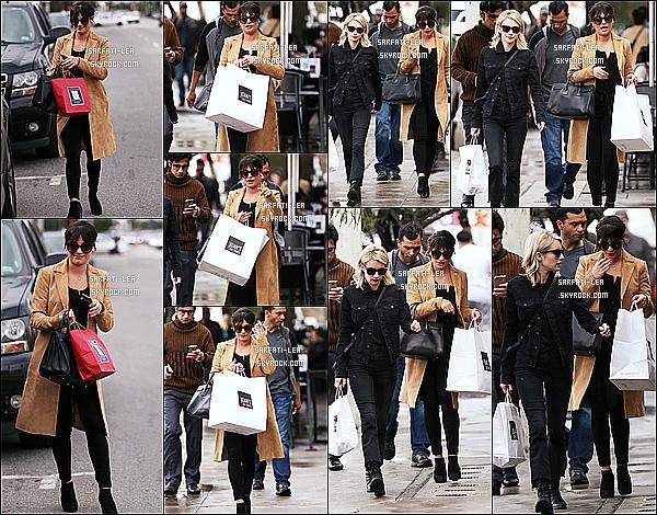 * 05/01/17 : Lea a été aperçue quittant le restaurant «  Joan's On Third » avec Emma Roberts - à West Hollywood. Ca fait plaisir de voir Lea en compagnie d'Emma Roberts. Lea est jolie, j'aime bien ses lunettes de soleil. Sa tenue est superbe aussi - Top pour moi !  *