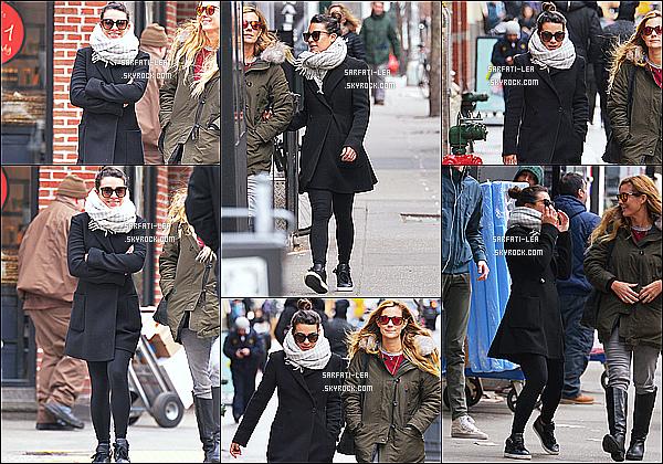 * 27/01/17 : Lea M. a été aperçue, lorsqu'elle quittait un salon de coiffure avec Sarah Potempa - dans New York. Elle était très jolie. J'aime beaucoup sa tenue avec son écharpe et ses lunettes de soleil qui sont sympas. J'en suis fan. C'est donc un Top pour moi.  *
