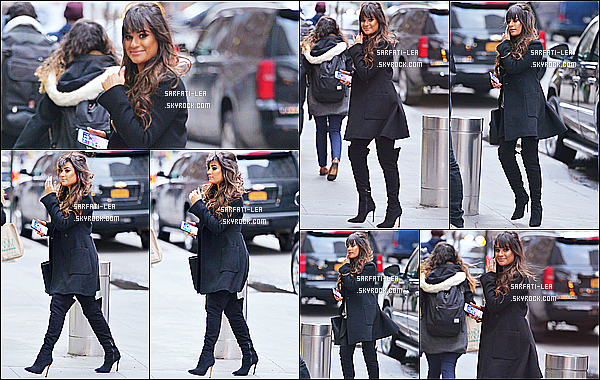 * 26/01/17 : Lea a été repérée quand elle se rendait à la salle de spectacles «The Appel Room  » - dans New York. Lea est toute belle. Sa coiffure et son maquillage sont jolis. J'aime beaucoup aussi la tenue qu'elle porte, surtout ses bottes hautes. Un Top pour moi.  *