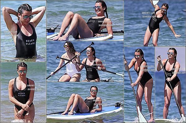 * 22/02/17 : Le belle Lea a été aperçue une nouvelle fois sur la plage avec ses amies, à Maui qui se trouve à Hawaii. On peut voir que Lea passait encore un bon moment avec ses amies à la plage. Elle a également fait du paddle. Ses lunettes sont superbes. Un Top  *