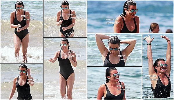 * 21/02/17 : Lea M. a été vue alors qu'elle prenait du bon temps - avec ses amies sur une plage - à Maui à Hawaii. Lea est belle et souriante. Elle profite bien de son voyage. Une fois de plus j'aime bien son maillot de bain. Ses lunettes de soleil sont superbes. Top  *