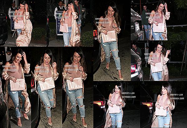 * 08/03/17 : Lea a été aperçue alors qu'elle quittait le restaurant « Gracias Madre » - situé dans West Hollywood. Lea est belle et souriante. J'aime bien la tenue qu'elle porte, ainsi que son sac qui s'assemble bien avec la tenue. Je lui donne donc un Top pour moi.  *