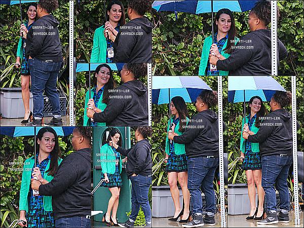 * 21/03/17 : Lea a été vue alors qu'elle était sur le tournage de, « Untitled City Major Project  » - à Los Angeles. Lea tournait une nouvelle scène sous la pluie pour la série Untitled City Major Project. J'aime bien la tenue que Lea porte - Je lui mets donc un Top !  *