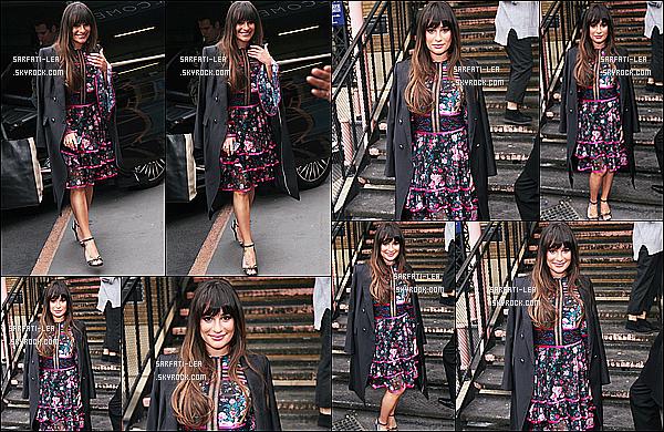 * 23/04/17 : Lea a été aperçue alors qu'elle se rendait à l'événement « Sunday Brunch », qui avait lieu à Londres. Plus tard, Lea a été vue quittant le London Palladium toujours dans Londres. Lea est toute ravissante. J'aime bien ses deux robes. Ce sont des Tops.  *