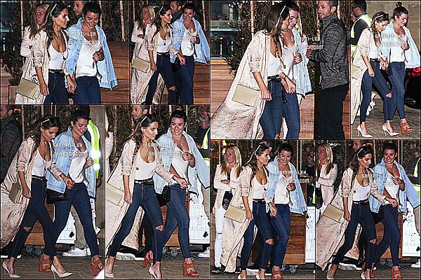 * 29/05/17 : Lea Michele a été repérée, quand elle arrivait puis quittait le « Soho House » - qui se situe à Malibu. Lea M. était toute jolie. J'aime bien ses lunettes de soleil, et son sac noir. La tenue qu'elle porte est superbe je trouve - C'est donc un Top pour moi !  *