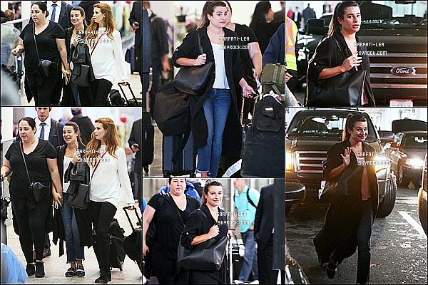 * 06/06/17 : Lea Michele a été repérée alors qu'elle arrivait à l'aéroport de Toronto en compagnie de ses amies.. Lea était très belle même au naturel. J'aime beaucoup la tenue qu'elle porte, sauf ses chaussures qui ne sont pas terribles. Je lui donne donc un Top.  *