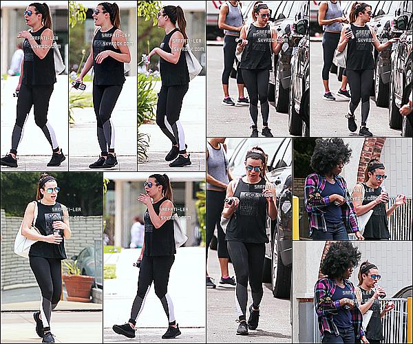 * 26/05/17 : Lea a été aperçue alors qu'elle quittait une salle de sport avec une amie - située dans Santa Monica. Lea est très jolie. J'aime bien ses lunettes de soleil. Elle porte une tenue de sport simple mais qui est superbe je trouve. C'est donc un Top pour moi.  *
