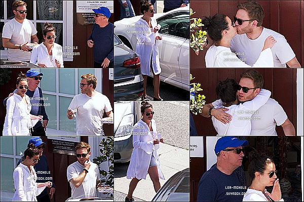 * 08/04/18 :    Lea a été aperçue lorsqu'elle quittait le « Country Mart » avec son copain et son père dans Brentwood. Plus tard, Lea, son père Mark Sarfrti et Zandy Reich sont allés faire une randonnée dans Los Angeles. Lea est toute belle. J'aime bien ses tenues. Tops !  *