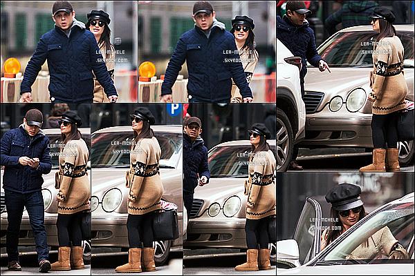 * 22/12/17 :    Lea a été repérée lorsqu'elle se promenait avec son petit copain Zandy Reich dans les rues de New York. Lea est très belle. J'aime beaucoup la tenue qu'elle porte, ce style lui va à merveille je trouve. Le bonnet et les lunettes de soleil sont superbes. Donc Top.  *