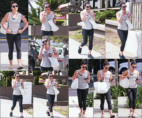 * 23/06/17 : Lea a été repérée lorsqu'elle se rendait à son cours de gym - qui se situe dans les rues de Brentwood. Lea M. est très jolie. J'aime bien son chignon et ses lunettes de soleil. La tenue qu'elle porte est sympa même si elle est simple. Je lui donne un Top.  *