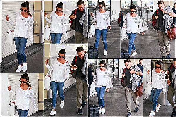 * 02/09/17 : Lea a été aperçue, alors qu'elle arrivait à l'aéroport « LAX » avec Zandy Reich, situé dans Los Angeles. Lea est belle. J'aime beaucoup la tenue qu'elle porte, elle est très jolie et lui va bien. J'aime bien aussi ses lunettes de soleil - C'est un Top pour moi.  *