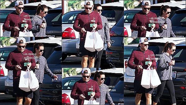 * 12/11/17 :    Lea et son copain Zandy sont allés faire des courses au supermarché « Country Mart » dans Brentwood. Après plusieurs jours sans nouvelles, Lea est de nouveau de sortie. Elle est jolie mais pas très souriante. Elle porte une tenue simple que j'aime bien. Top  *