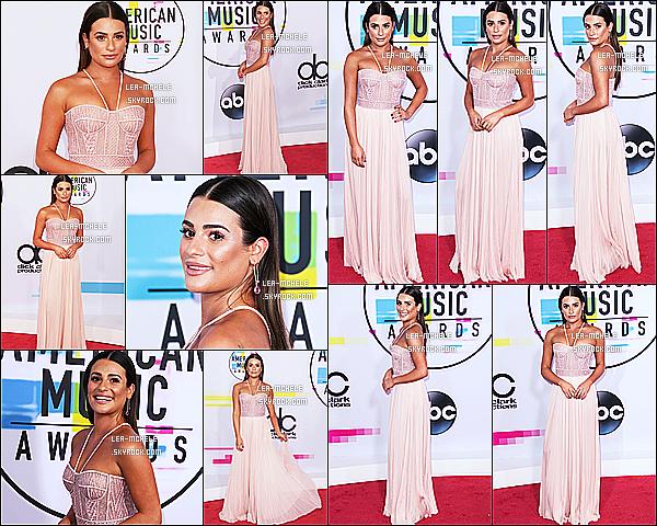 * 19/11/17 :    Lea était présente lors des - « American Music Awards » ,au Microsoft Theater situé dans Los Angeles. Lea est toute magnifique. J'aime bien sa coiffure et son maquillage qui fait naturel. J'aime beaucoup sa robe rose, elle est très jolie. Je lui donne un Top !  *