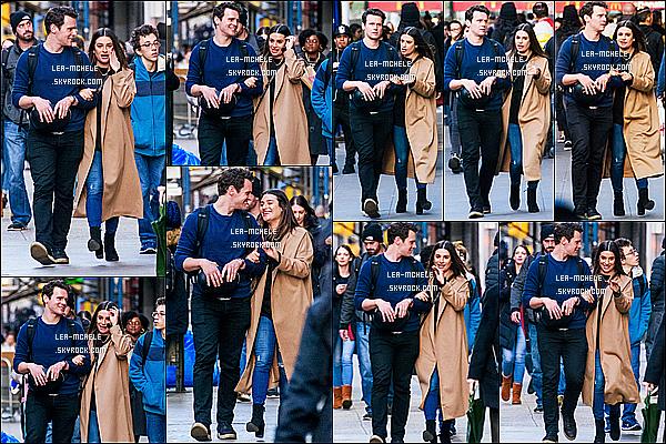 * 21/11/17 :    Lea a été photographiée, quand elle se promenait dans New York - avec son meilleur ami Jonathan Groff. Lea Michele est toute jolie et très souriante. Ca fait plaisir de la revoir avec son meilleur ami. J'aime beaucoup la tenue qu'elle porte. Je lui donne un Top.  *