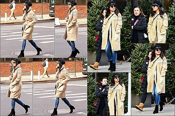 * 18/12/17 :    Lea Michele a été repérée alors qu'elle se promenait, avec sa mère Edith dans les rues de New York City. Lea se promenait tranquillement dans New York avec sa mère, ça fait plaisir de les voir ensemble. J'aime trop la tenue qu'elle porte. Je lui donne un Top.  *