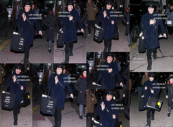 * 21/12/17 :    Lea a été aperçue, quand elle se promenait avec sa mère Edith - dans les rues de Soho situé à New York. Lea M. est toute jolie et souriante en plus. La tenue qu'elle porte est sympa je trouve. Le bonnet lui va vraiment à merveille - C'est donc un Top pour moi !  *