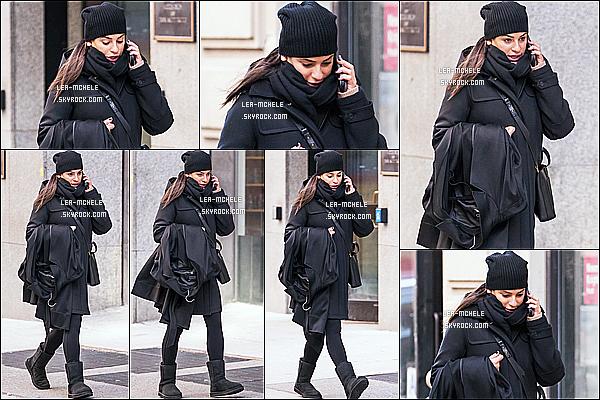 * 27/01/18 :    Lea M. a été repérée seule - alors qu'elle, se promenait, téléphone à la main - dans les rues de New York. Pas beaucoup de photos sont disponibles. Lea est superbe. J'aime beaucoup la tenue qu'elle porte. Le bonnet va bien avec cette tenue. Un Top pour moi  *