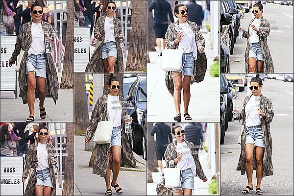 * 01/04/18 :    Lea M. a été vue, arrivant au magasin de vêtements « All Year Round » - se trouvant dans Los Angeles. Lea M. est toute belle et toute souriante, ça fait plaisir de la voir comme ça. Je suis complètement fan de la tenue qu'elle porte. Je lui donne donc un Top.  *